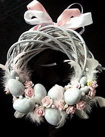 Easter Crafts Designs and Ideas Family Holiday Easter Crafts Designs and Ideas are made to fit time to celebrate the return of Spring also. Easter Crafts Designs and Ideas include huge selection of personalized Easter items. Spring Crafts, Holiday Crafts, Holiday Ideas, Easter Wreaths, Christmas Wreaths, Diy Osterschmuck, Diy Ostern, Easter Parade, Diy Easter Decorations