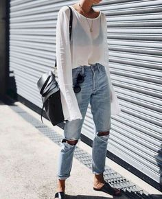Gorgeous 60+ Fashionable and Comfy Fall Street Style Ideas from https://www.fashionetter.com/2017/05/09/fashionable-and-comfy-fall-street-style-ideas/