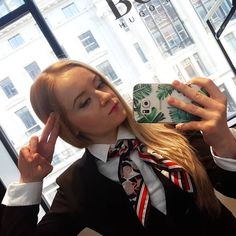 "Polubienia: 96, komentarze: 4 – Anya Kantor London (@anjakantor) na Instagramie: ""On board hugoairlines #hugo  #iamhugo #boss #newcollection #cats"""