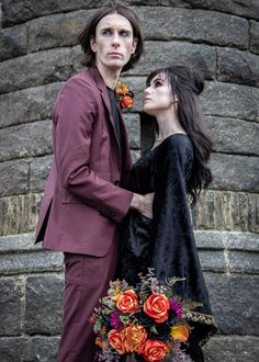 Find dark romance in this moody gothic inspired wedding. Unique and unusual ideas for your makeup, cake, outfit, flowers and jewellery - photography - model model - MUA - flowers - leather jacket - cake - jewellery Wedding Unique, Gothic Wedding, Wedding Ideas, Wedding Inspiration, Romance, Leather Jacket, Jewellery, Inspired, Dark