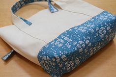 Today you will learn how to make a cloth bag with this tutorial. It is very easy to do , so if you do not have much experience in sewing, do not w. Diy Bags Tutorial, Diy Bags Purses, Tote Bags Handmade, Fabric Scissors, Produce Bags, Patchwork Bags, Bag Patterns To Sew, Denim Bag, Cloth Bags