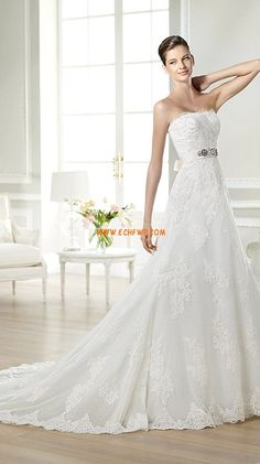 A-line Fall 2013 Pearl Detailing Wedding Dresses 2014 Pretty Wedding Dresses, Lace Wedding Dress, Wedding Dresses 2014, Beautiful Wedding Gowns, Inexpensive Bridesmaid Dresses, Bustier, Kirchen, Mi Long, Bridal Gowns