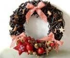 Vianočné dekorácie Christmas Wreaths, Christmas Crafts, Xmas, Concrete Garden, Bead Art, Diy And Crafts, Projects To Try, Food And Drink, Cooking Recipes
