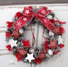 Vánoce v červené Advent, Christmas Wreaths, Holiday Decor, Home Decor, Decoration Home, Room Decor, Home Interior Design, Home Decoration, Interior Design