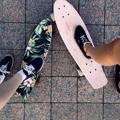 Imagem de vans, skate, and summer Penny Skateboard, Skateboard Design, Skateboard Girl, Skateboard Tumblr, Painted Skateboard, Board Skateboard, Longboard Design, Penny Boards, Penny Board Girl