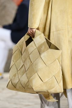 For the majority of women, getting an authentic designer handbag is not something to dash into. Because these hand bags can be so high priced, ladies generally agonize over their selections before making an actual handbag acquisition. Leather Weaving, Leather Craft, My Bags, Purses And Bags, Leather Handbags, Leather Bag, Fashion Gone Rouge, Sacs Design, Design Design