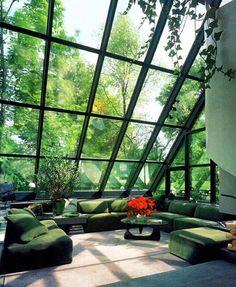 Jaw Dropping Atrium | Green Modular Sofa, Noguchi Coffee Table Wohnung  Design, Haus Architektur