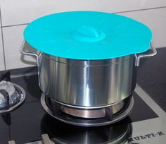 Silicone Lids Can Withstand High Temperature. Use it for cooking.