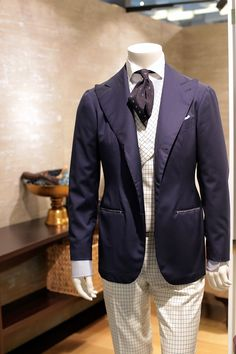 Sciamat SS16 Pitti PreviewThe opportunity to browse Sciamat's creations is one that resembles a nirvana-esque experience for any menswear enthusiast, let alone those truly encompassed by the sartorial universe. Mind you, I'm no authority when it comes to bespoke: I am however, wholeheartedly passionate about the art of tailoring, its different schools and evolution, thus my eagerness to learn is what drives me on a continuous pursuit of empiric knowledge.The thing about Sciamat and the…