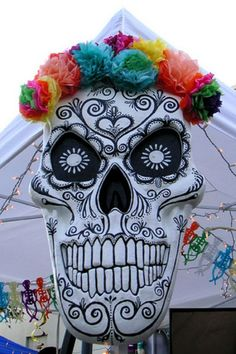 Dia de los Muertos styrofoam skulls.  Source: Flickr catboxartstudio