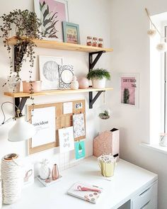 Smart Cork Board Ideas for Walls in Office or Bedroom, It's so Cute! - - Smart Cork Board Ideas for Walls in Office or Bedroom, It's so Cute! Bedroom Desk, Home Bedroom, My New Room, My Room, Cork Board Ideas For Bedroom, Office Shelf, Office Memo, Student Room, Bureau Design