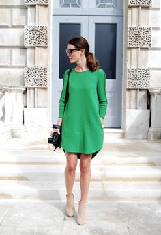 Trendy How To Wear Green Dress Street Styles Ideas Style Outfits, Mode Outfits, Skirt Outfits, Casual Outfits, Look Fashion, Womens Fashion, Dress Fashion, Fashion Clothes, Retro Fashion