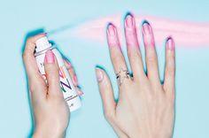 Paint Can promete unas uñas como recién salidas de un salón de belleza en un tiempo récord. Paint Can es muy simple de utilizar, te enseñamos cómo.