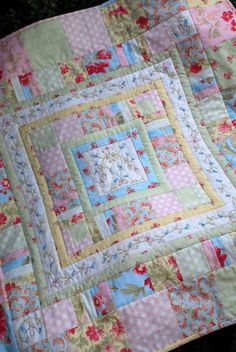 - a childs quilt - Patchwork Scrappy Quilts, Easy Quilts, Mini Quilts, Children's Quilts, Baby Girl Quilts, Girls Quilts, Baby Quilts To Make, Quilt Baby, Quilting Projects