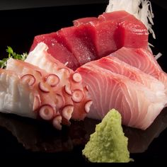 Sashimi - I could live off this stuff Japanese Food Sushi, Japanese Dishes, Sushi Recipes, Asian Recipes, Dessert Chef, Tempura, Sashimi Sushi, Sushi Lunch, Sushi Love