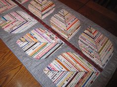 Selvage Leaf Table Runner+Links to many, many selvage quilts and projects Quilting Projects, Quilting Designs, Sewing Projects, Skinny Quilts, Quilt Modernen, String Quilts, Quilted Table Runners, Scrappy Quilts, Small Quilts
