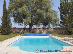 Villa provencale de 170 m² sur terrain clos arboré de 5700 m2 avec piscine et vue imprenable sur le Mont-Ventoux. Grand séjour/salon, cuisine, 3 chambres, sdb. A l'étage : une suite parentale (balnéo) + terrasse. Cuisine d'été et garage. http://www.partenaire-europeen.fr/Annonces-Immobilieres/France/Provence-Alpes-Cote-d-Azur/Vaucluse/Vente-Maison-Villa-F5-COURTHEZON-1019208 #maison #piscine
