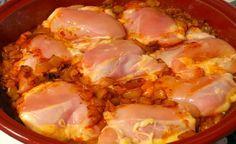 Kurací paprikáš s haluškami - Receptik. Hungarian Recipes, Russian Recipes, Cooking Tips, Cooking Recipes, Good Food, Yummy Food, Recipe For 4, Bon Appetit, Main Dishes
