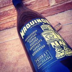 Maquinon Garnacha Negra, DOQ Priorat #Wine #Label #Design #Vino Wine Labels, Label Design, Earthy, Whiskey Bottle, Projects To Try, Wine, Wine Cellars, Wine Tags