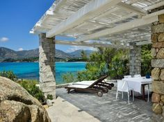Holiday homes in Sardinia: Villa Clelia Whilst age-old throughout thought, this pergola may be having Sardinia Villas, Porches, Pergola Designs, Play Houses, Animal Shelter, The Good Place, Places To Go, Backyard, Outdoor Structures