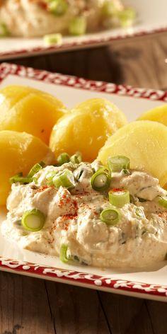 Köstlicher Schichtkäse-Dip der perfekt zu Kartoffeln und Brot passt!