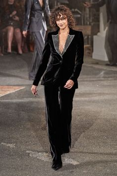 Tommy Hilfiger Fall 2019 Ready-to-Wear Fashion Show - Vogue Edgy Chic, Effortless Chic, Tommy Hilfiger, Vogue Paris, Fall Fashion Trends, Autumn Fashion, Vogue Us, Vogue Russia, Fashion Show Collection