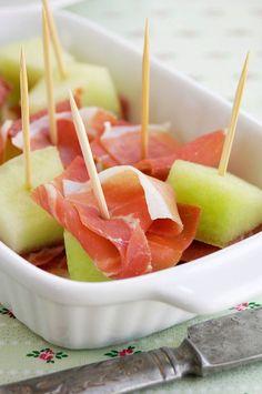 Melon with Serrano Ham (Melon con Jamon Serrano) Tapas Recipe Cookout Appetizers, Spanish Appetizers, Appetizer Recipes, Catering Recipes, Seafood Appetizers, Spanish Food, Spanish Dinner, Spanish Cuisine, Snacks