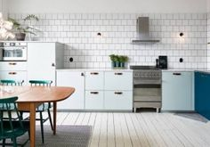 Want to give you kitchen a make-over, why not opt for more color! Check out Roomed.nl for some nice inspiration