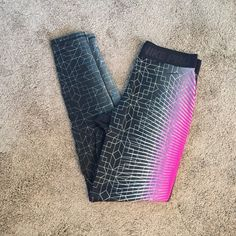 Nike Pro Hyperwarm II Printed Tights Full length Nike Hyperwarm II Printed tights. These tights are full length and provide the tightest fit for core support and full range of motion. Have a brushed interior fabric that is soft against your skin, and elastic waistband. Excellent condition! I also have the matching jacket in a separate listing. Nike Pants Leggings