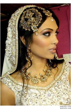 LOVE her jhumar! Must find one like that!