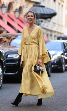Find Your Inner Fashionista With These Tips And Tricks! Fashion Moda, Fashion Week, Look Fashion, Autumn Fashion, Fashion Outfits, Fashion Design, Fashion Trends, Dress Fashion, Fashion 2018