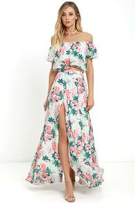 We're making room in our closet for the Bloom for Two Mint Floral Print Two-Piece Maxi Dress! Floral print blooms across an off-the-shoulder crop top and matching maxi skirt. Maxi Dresses Uk, Maxi Skirt Outfits, Plus Size Maxi Dresses, Junior Dresses, Maxi Skirts, Floral Dresses, Long Dresses, Party Dresses, Best Casual Dresses