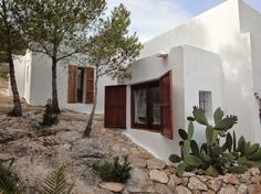 Another home from Ibiza that would fit perfectly in the south west 💚🌵 Spanish House, Spanish Style, Exterior Design, Interior And Exterior, Greek House, Adobe House, Desert Homes, Mediterranean Homes, My House