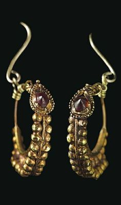A pair of Roman gold and garnet earrings - circa 1ST century B.C.-1ST century A.D.