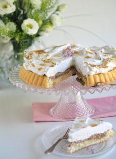 Helppo Raparperi-Marenkitorttu (GL)   Annin Uunissa Vanilla Cake, Camembert Cheese, Baking, Desserts, Sweet Dreams, Food, Tailgate Desserts, Deserts, Bakken