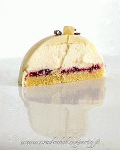 Zdjęcie: Biała kopuła, czyli wspaniały torcik z białą truflą Dessert Cake Recipes, Cheesecake Desserts, Candy Recipes, Fancy Desserts, Just Desserts, Delicious Desserts, Cake Truffles, Your Soul, Mini Cheesecakes