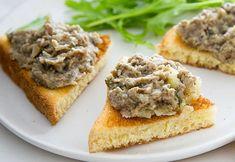 Pateul de ciuperci este ideal pentru zilele de post, cand nu stii ce sa mai mananci dimineata, sau ai invitati la masa si vrei sa le servesti un apritiv declicios. Se prepara usor si este absolut delicios! Mai
