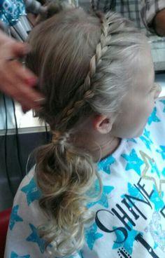 Simple flowers girl hair