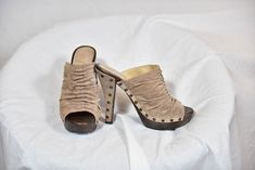 Guess Womens sz 8 Shoes Peep Suede with studs Wood Platform High Heels Mules