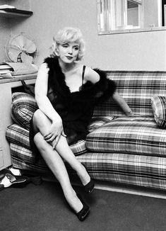 Estilo Marilyn Monroe, Marilyn Monroe Photos, Photos Rares, Norma Jeane, Beautiful Person, Vintage Hollywood, Photos Du, Belle Photo, American Actress