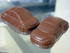 ¡Carritos! Preciosos VW New Beetle. En chocolate de leche. 13 gramos, Q6.50 c/u. #chocolate #guatemala