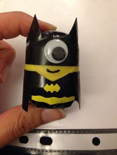 Creative recycling containers of Kinder surprises! Summer Fun For Kids, Diy For Kids, Crafts For Kids, Batman Minion, Minion Craft, Little Boys Rooms, Recycling Containers, Recycling Bins, Activities For Boys