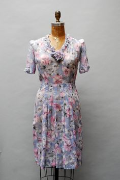 A beautiful 1930s short sleeve floral print dress with gathered flower accent. #vintage #1930s #fashion