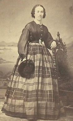 CDV PHOTO WOMAN LOVELY PLAID HOOP DRESS CIVIL WAR ERA
