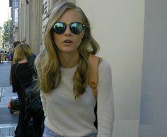 Ray Ban OFF!>> Green mirrored sunglasses on Cara Delevingne Poppy Delevingne, Cara Delevingne Style, Fashion Models, Fashion Outfits, Fashion Tips, Womens Fashion, Burberry, Vogue, Hair