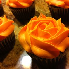 Rose piped cupcakes...
