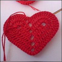 Freebie heart photo tutorial, very easy! thanks so for share: Direct PDF Link here: http://home.online.no/~teliasse/hearts/Christmas_hearts_english.pdf Thanks so xox