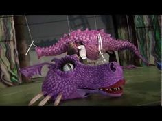 "▶ MAKING OF DRAGONA ""SHREK EL MUSICAL"" - YouTube  How to make the dragon"