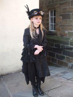 via Steampunk visions Steampunk Kids, Costume Steampunk, Steampunk Wedding, Gothic Steampunk, Steampunk Clothing, Steampunk Fashion, Steampunk Outfits, Renaissance Clothing, Victorian Gothic