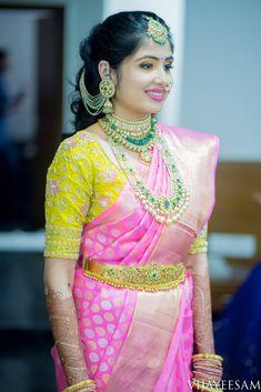 Pink silk kanchipuram sari with contrast yellow blouse.braid with fresh jasmine flowers. South Indian Bridal Jewellery, Indian Bridal Makeup, Bridal Jewelry, Bridal Shoes, Bridal Blouse Designs, Saree Blouse Designs, South Indian Bride, Kerala Bride, Vaddanam Designs